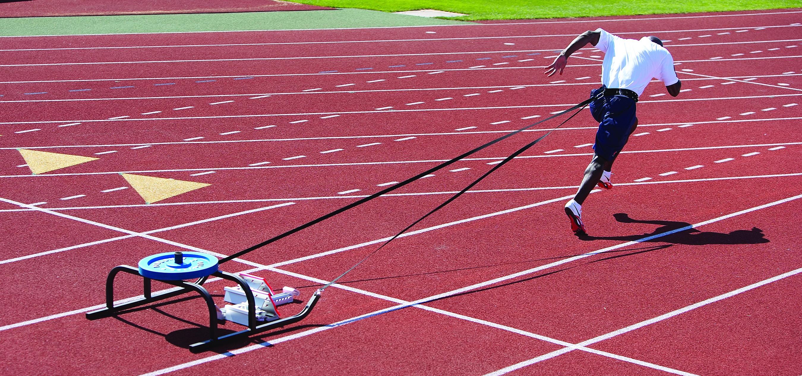 Véase aqui un ejemplo típico de entreno con sprint deslizando el trineo con una carga ligera